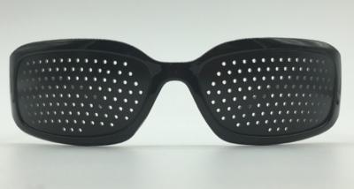 lunettes trous retrouver une bonne vue sans lunettes. Black Bedroom Furniture Sets. Home Design Ideas